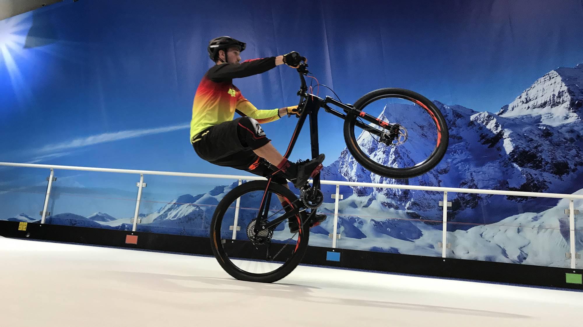 défi aurélien fontenoy sur piste de ski indoor et piste de karting électrique