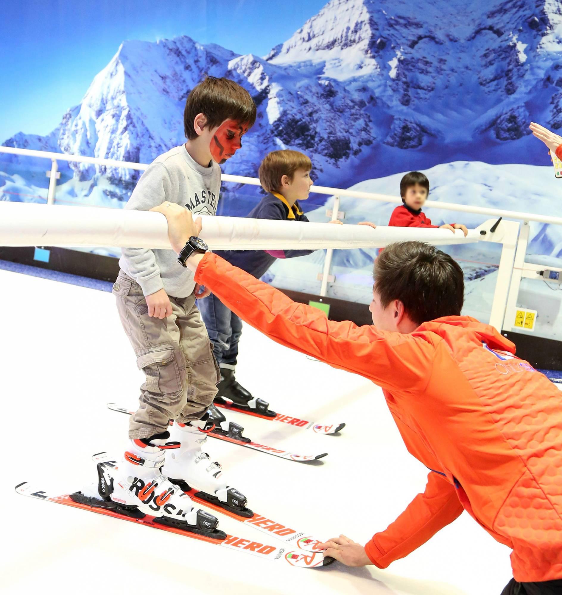piste indoor et cours de ski enfants à 20 minutes de lyon