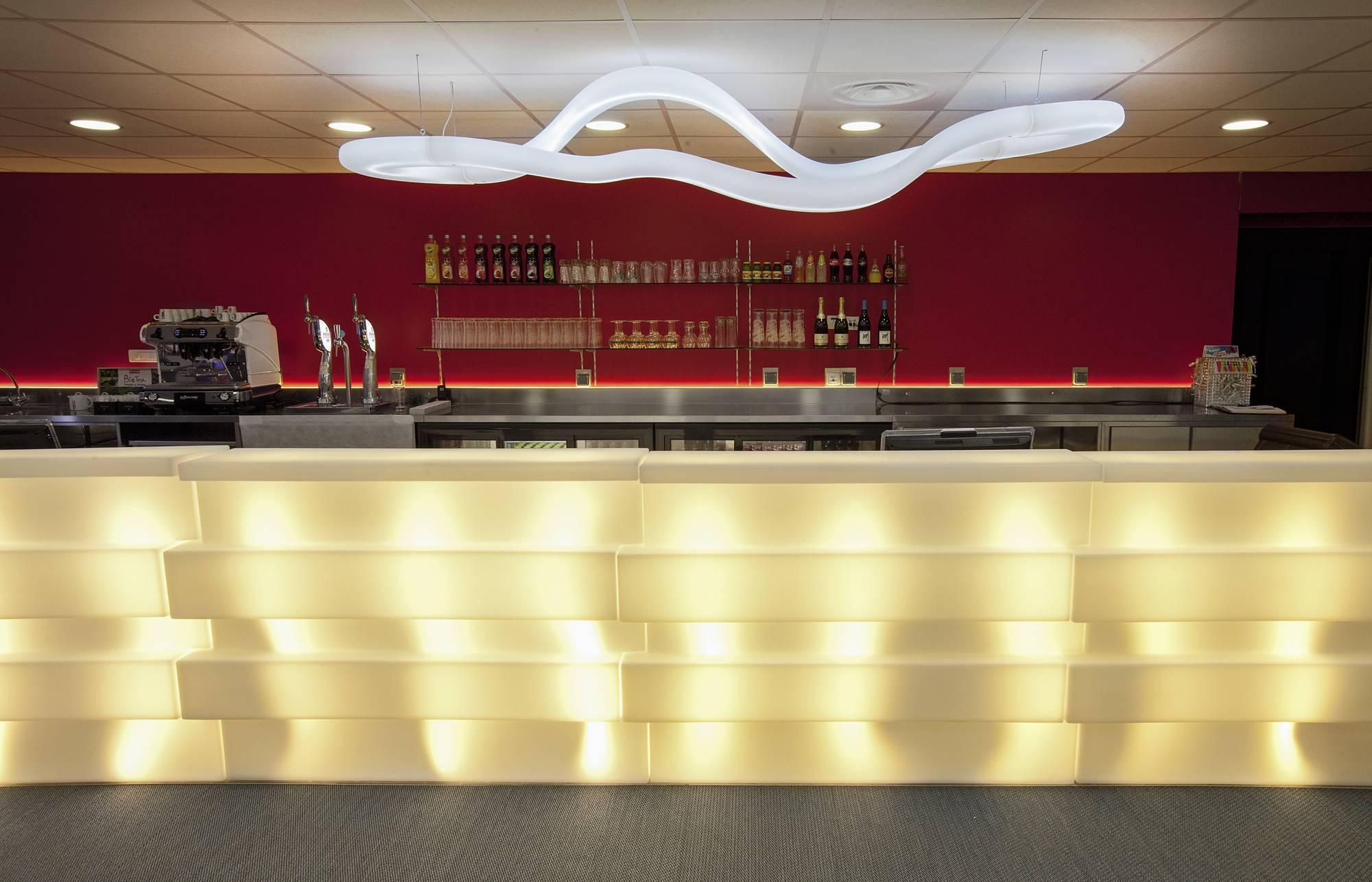 espace bar et restauration dans complexe karting lyon